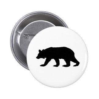 Silueta del oso negro pin redondo de 2 pulgadas