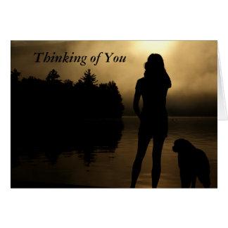 Silueta del perro y del lago woman tarjeta de felicitación