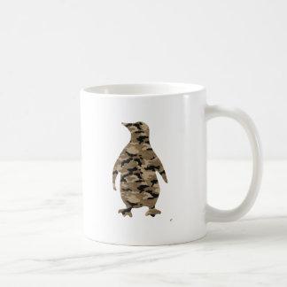 Silueta del pingüino del camuflaje taza