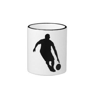 Silueta del regate del baloncesto taza de dos colores