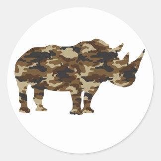 Silueta del rinoceronte del camuflaje pegatina redonda