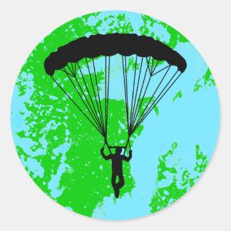 silueta del skydiver etiqueta redonda