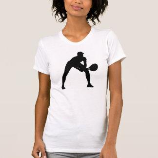 Silueta del tenis en blanco en la camisa