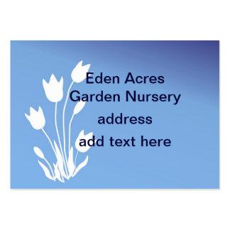 Silueta del tulipán, blanca en personalizable azul tarjetas de visita grandes