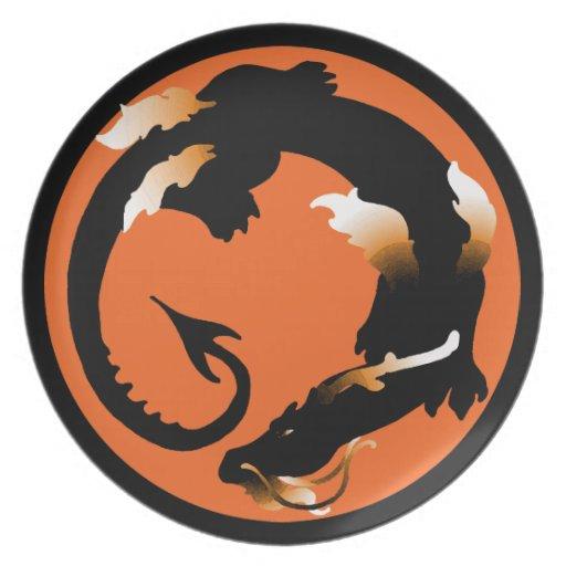 Silueta en espiral del dragón platos