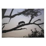 Silueta en un árbol, Kenia del leopardo Mantel