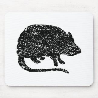 Silueta gigante apenada de la rata alfombrilla de ratón