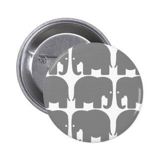 Silueta gris de los elefantes pin redondo de 2 pulgadas