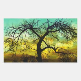 Silueta hermosa del árbol en la aguamarina de pegatina rectangular