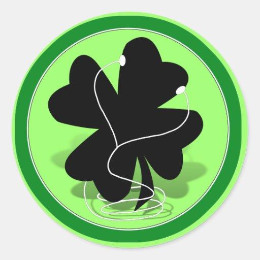 silueta irlandesa del trébol pegatina redonda