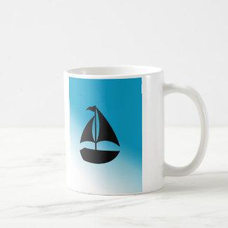 Silueta linda del velero taza de café