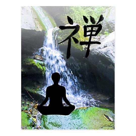 Silueta Meditating por la cascada Postales