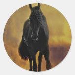 Silueta negra del caballo pegatina redonda