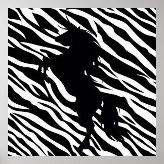 Silueta negra del unicornio en el poster del estam