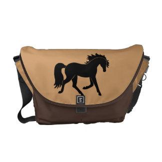 Silueta negra elegante del caballo que trota bolsa de mensajeria