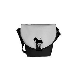 Silueta negra linda del perro de Terrier del escoc Bolsas De Mensajeria