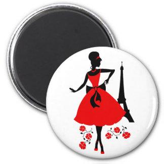 Silueta negra roja de la mujer retra con la torre imán redondo 5 cm