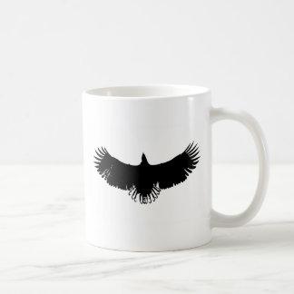 Silueta negra y blanca de Eagle Tazas
