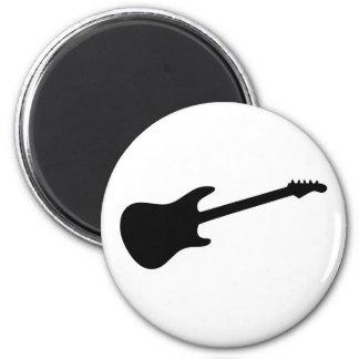 Silueta negra y blanca de la guitarra eléctrica imán redondo 5 cm