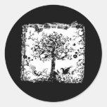 Silueta negra y blanca de la mariposa del árbol pegatinas redondas