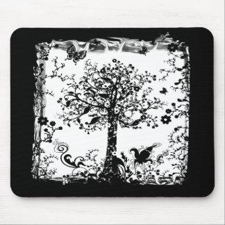 Silueta negra y blanca de la mariposa del árbol tapetes de raton