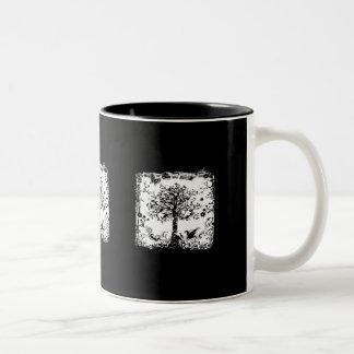 Silueta negra y blanca de la mariposa del árbol taza de dos tonos