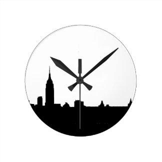 Silueta negra y blanca de Nueva York Reloj Redondo Mediano