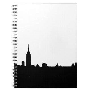 Silueta negra y blanca de Nueva York Spiral Notebooks