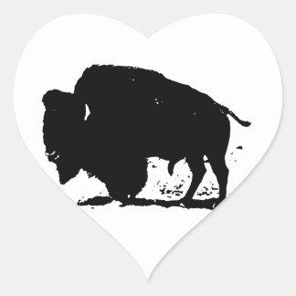 Silueta negra y blanca del búfalo pegatina en forma de corazón