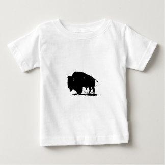 Silueta negra y blanca del búfalo playeras