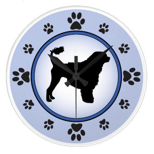 Silueta portuguesa del perro de agua relojes de pared