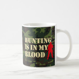 Silueta roja del cazador: La caza está en mi Taza Básica Blanca