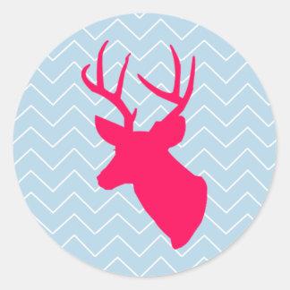 Silueta rosada de neón de los ciervos pegatina redonda