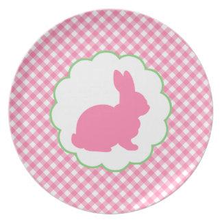 Silueta rosada del conejito plato para fiesta