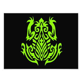 Silueta tribal verde de la rana fotografias