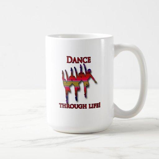 Silueta triple de la bailarina con el texto tazas