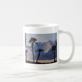 Siluetas de la palma taza de café