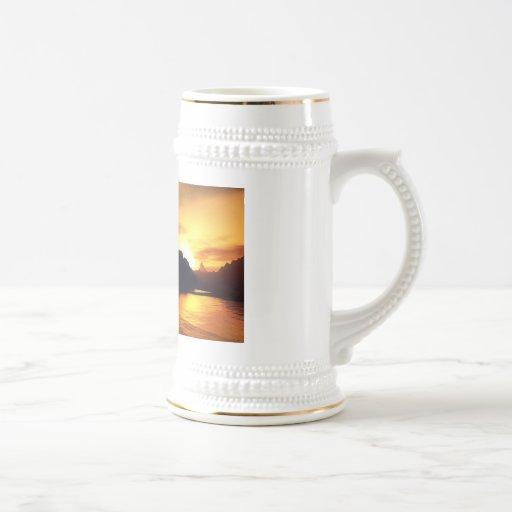 Siluetas de la puesta del sol tazas de café