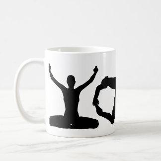 Siluetas de la yoga taza de café