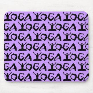 Siluetas de la yoga tejadas mouse pad