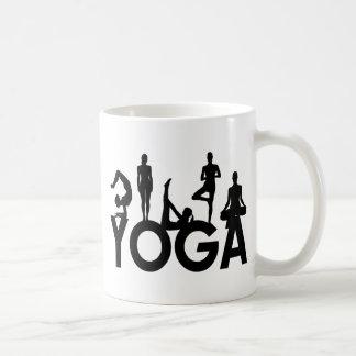 Siluetas de las mujeres de la yoga tazas