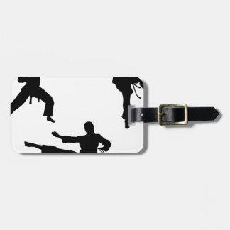 Siluetas del arte marcial del karate etiqueta de maleta