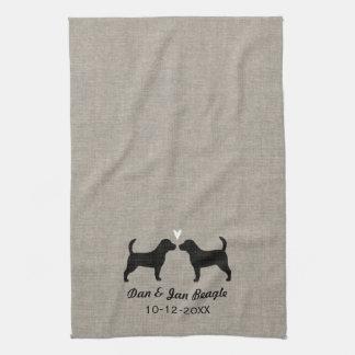 Siluetas del beagle con el corazón toallas de cocina