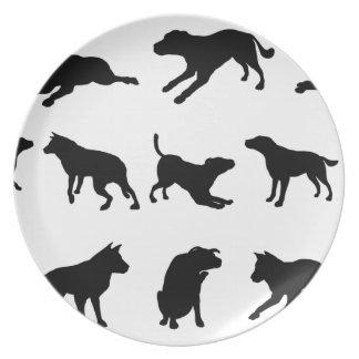 Siluetas del perro platos