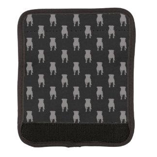 Siluetas grises del barro amasado en fondo negro funda para asa de maleta