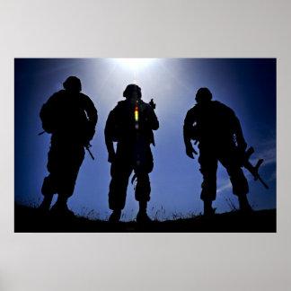 Siluetas militares del soldado del ejército póster