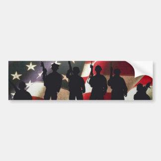 Siluetas militares patrióticas del soldado etiqueta de parachoque