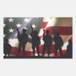 Siluetas militares patrióticas del soldado rectangular altavoz