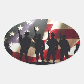 Siluetas militares patrióticas del soldado pegatina ovalada