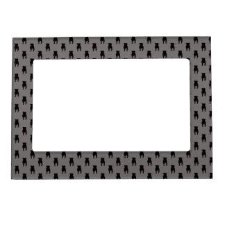 Siluetas negras del barro amasado en fondo gris foto de imanes